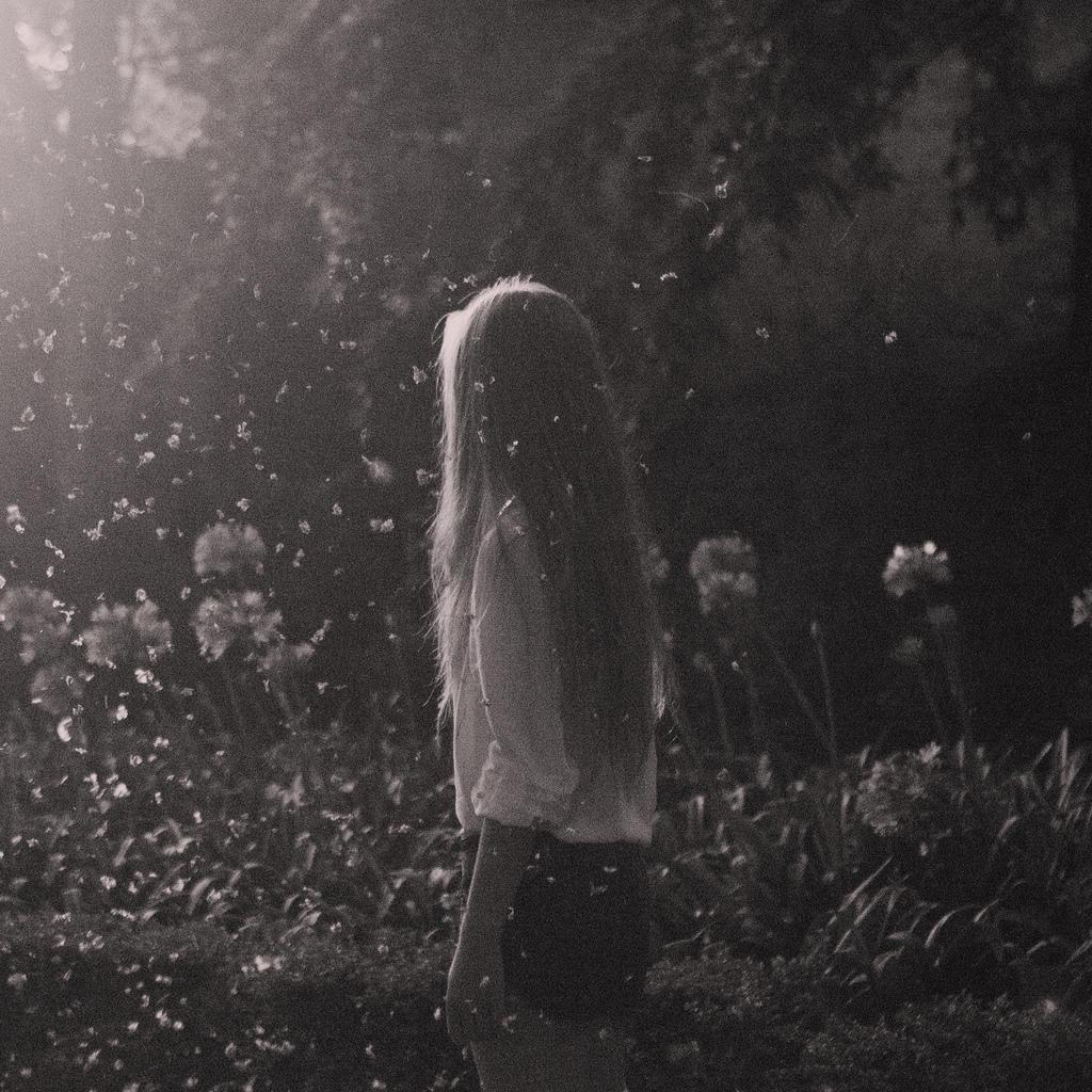 Картинка на аву для девушки блондинки осень со спины (8)