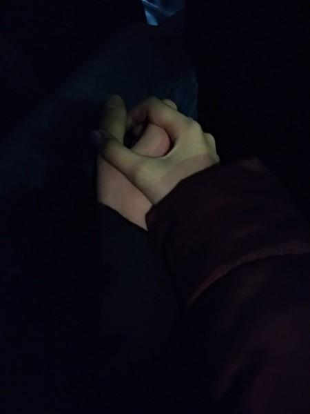 Картинки на аву девушки с парнями за руку014