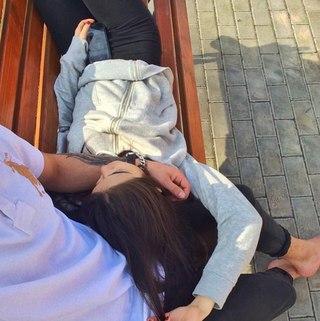 Картинки парень с девушкой обнимаются без лица на аву (15)