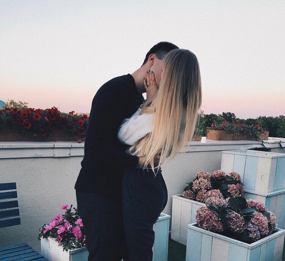 Картинки парень с девушкой обнимаются без лица на аву (25)