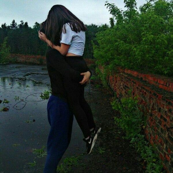 Картинки парень с девушкой обнимаются без лица на аву (29)