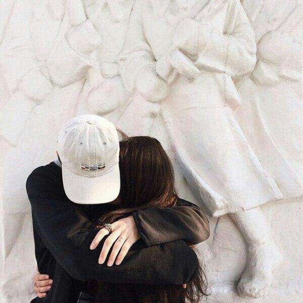 Картинки парень с девушкой обнимаются без лица на аву (4)