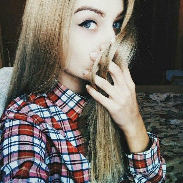 Красивое фото на аватарку для девушек блондинок016