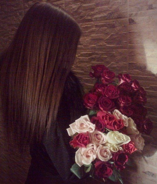 Красивое фото на аву для девушки с цветами001