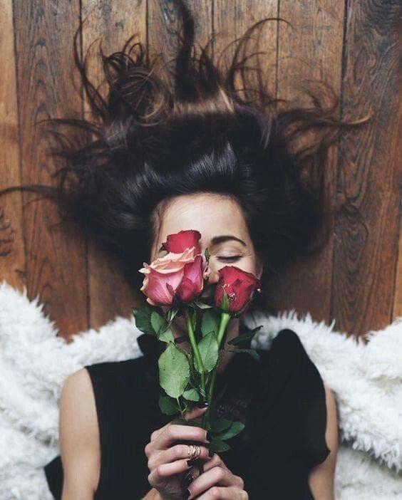 Красивое фото на аву для девушки с цветами004