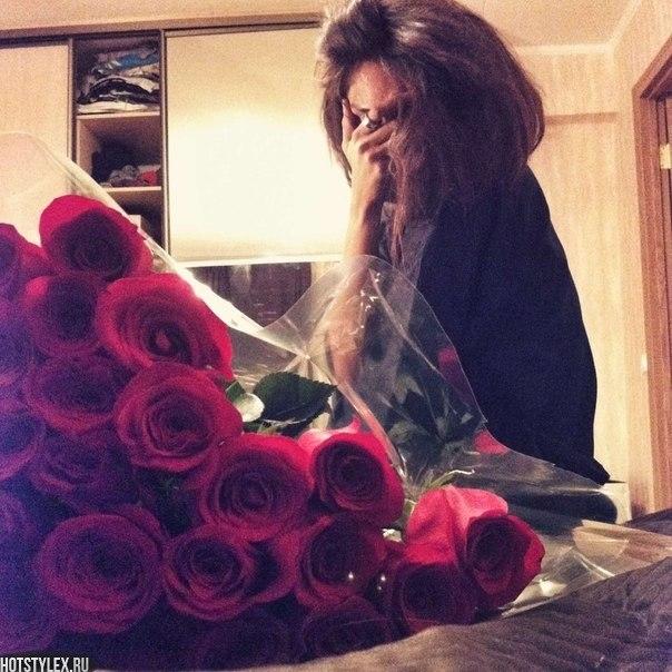 Красивое фото на аву для девушки с цветами008