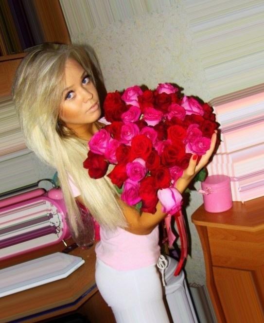 Красивое фото на аву для девушки с цветами011