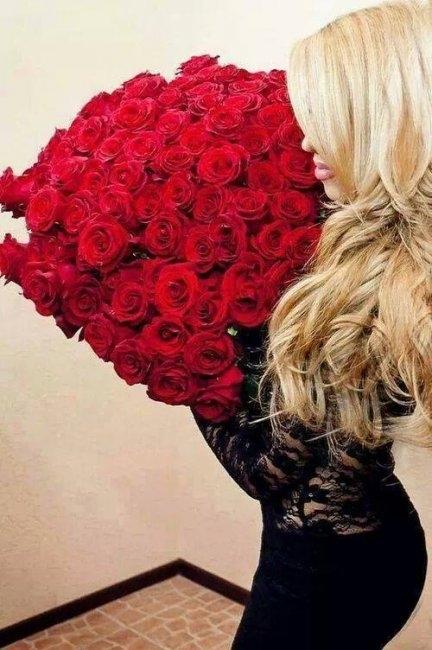 Красивое фото на аву для девушки с цветами012
