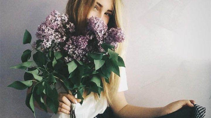 Красивое фото на аву для девушки с цветами014