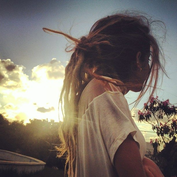 Красивое фото на аву для девушки с цветами015