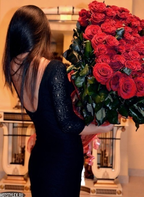 Красивое фото на аву для девушки с цветами016