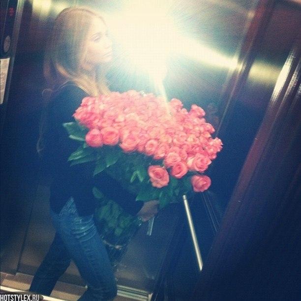 Красивое фото на аву для девушки с цветами017