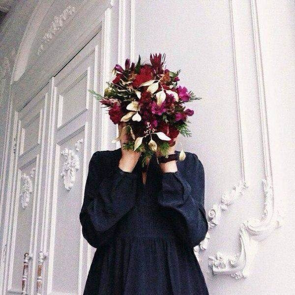 Красивое фото на аву для девушки с цветами018