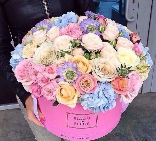 Красивое фото на аву для девушки с цветами022