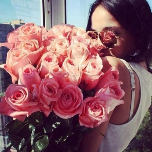 Красивое фото на аву для девушки с цветами023