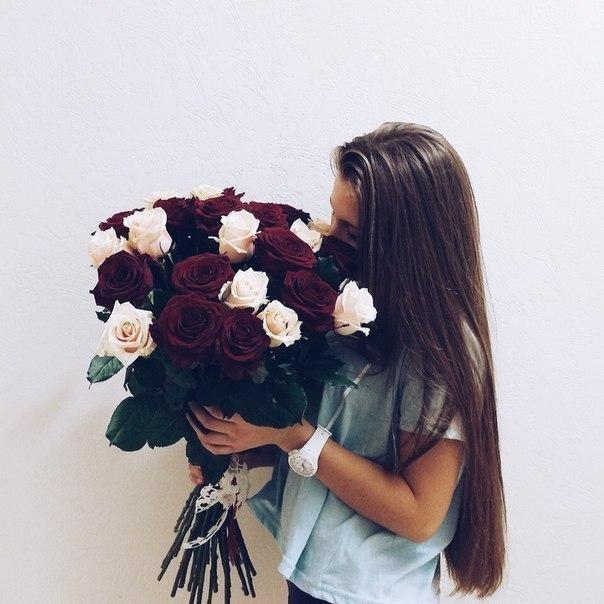 Красивое фото на аву для девушки с цветами026