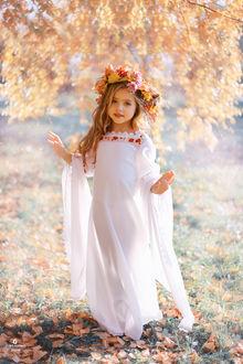 Красивые картинки осень девушка с листьями для детей (7)