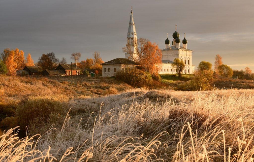 Красивые картины церковь осенью011