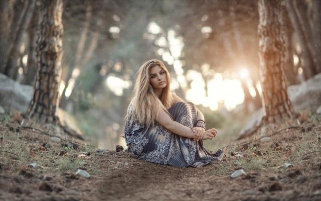 Красивые фото девушек в осеннем лесу - подборка (1)