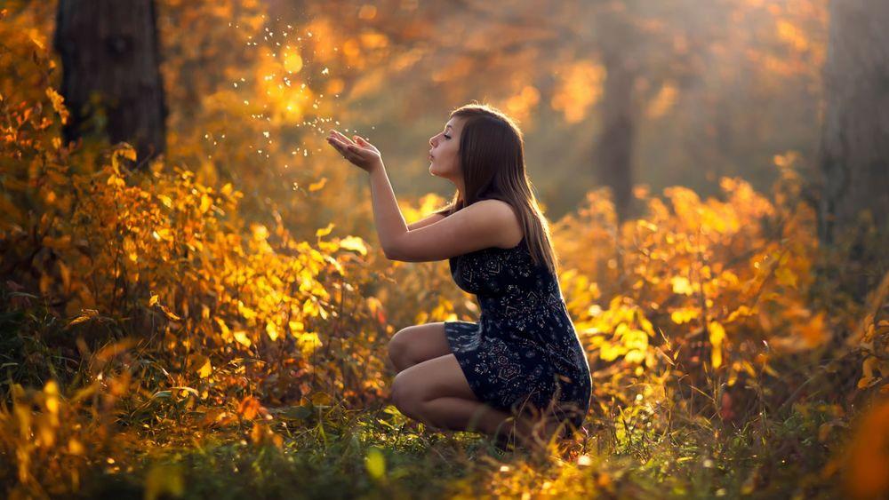 Красивые фото девушек в осеннем лесу - подборка (15)