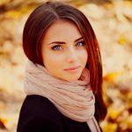 Красивые фото девушек в осеннем лесу — подборка