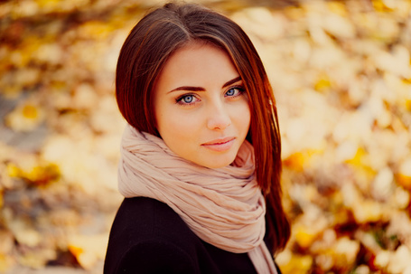 Красивые фото девушек в осеннем лесу   подборка (17)