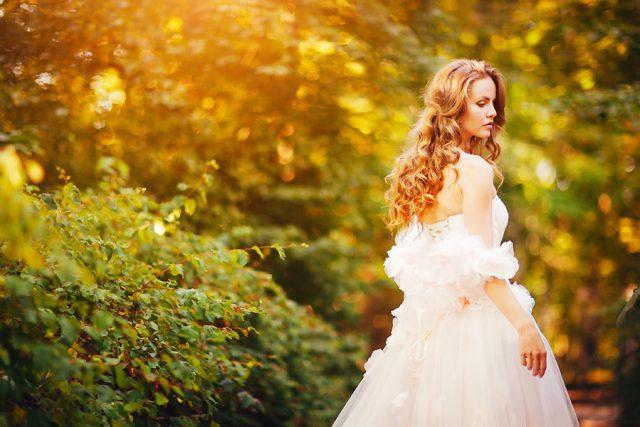 Красивые фото девушек в осеннем лесу - подборка (6)