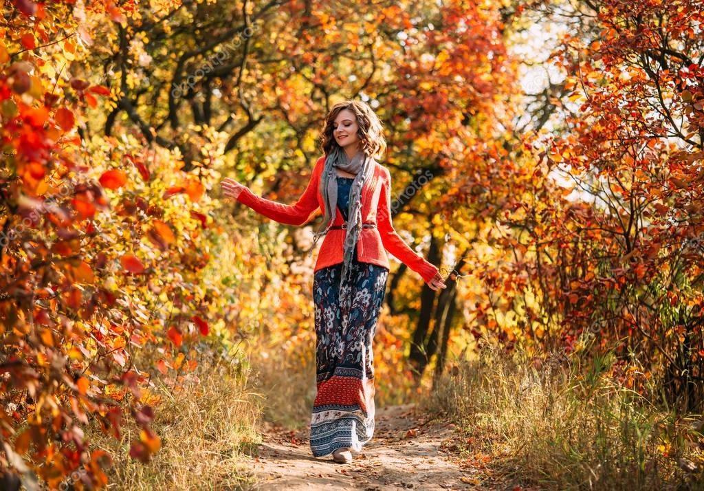 Красивые фото девушек в осеннем лесу - подборка (7)