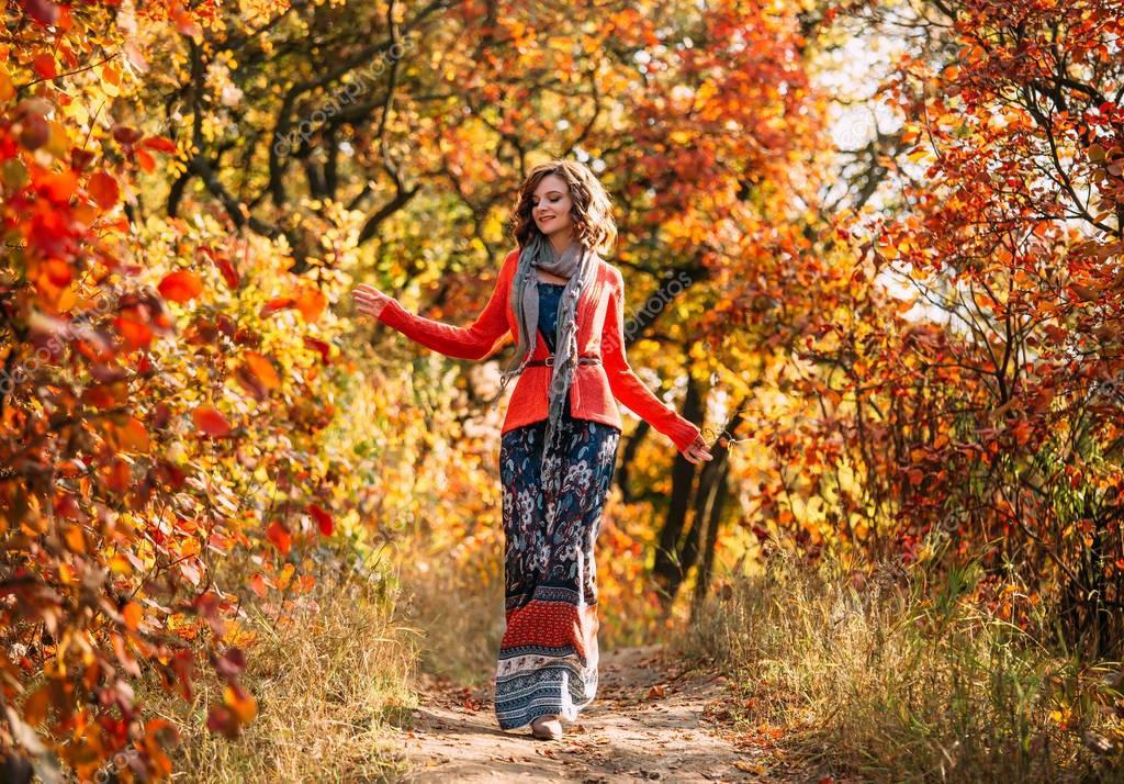 Красивые фото девушек в осеннем лесу   подборка (7)