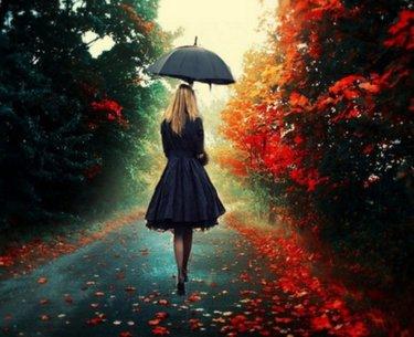 Красивые фото девушек осенью со спины с зонтом (6)