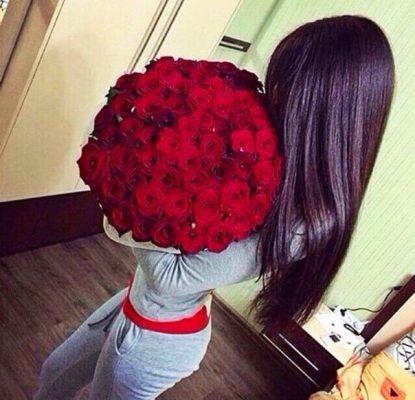 Красивые фото девушек с цветами без лица на аву (11)