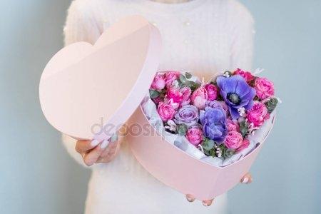 Красивые фото девушек с цветами без лица на аву (13)