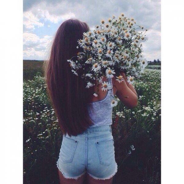 Красивые фото девушек с цветами без лица на аву (2)
