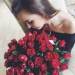 Красивые фото девушек с цветами без лица на аву
