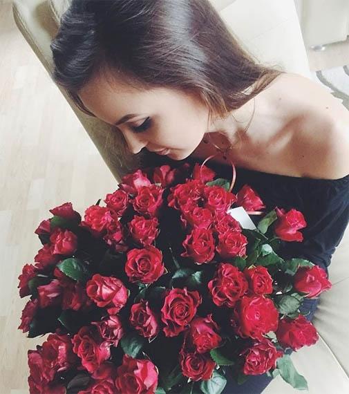 Красивые фото девушек с цветами без лица на аву (22)