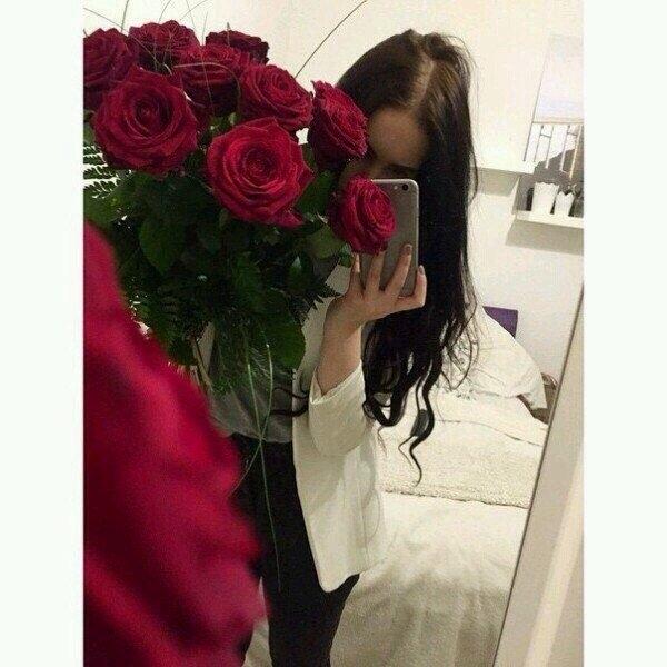 Красивые фото девушек с цветами без лица на аву (3)