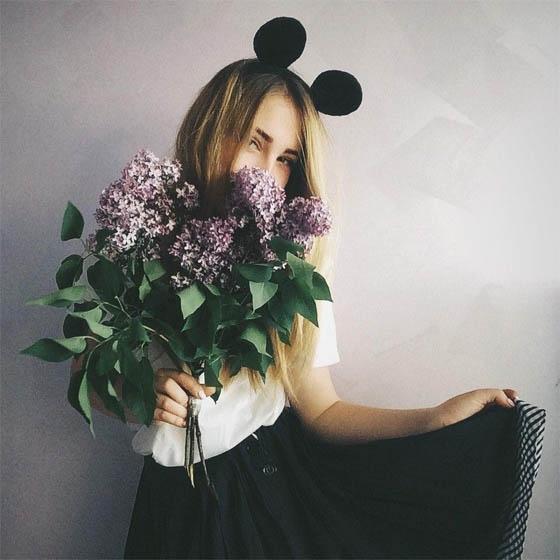 Красивые фото девушек с цветами без лица на аву (6)