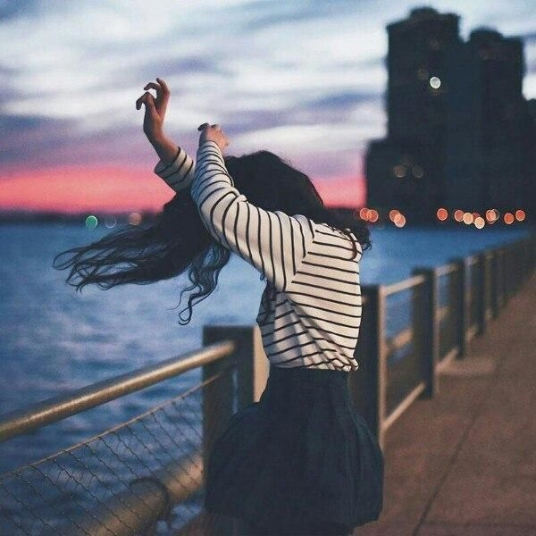 Красивые фото на аву для девушек брюнеток без лица (20)