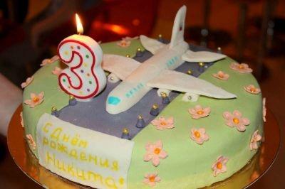 Красивый торт с рисунком самолета010
