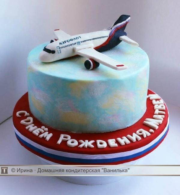Красивый торт с рисунком самолета028