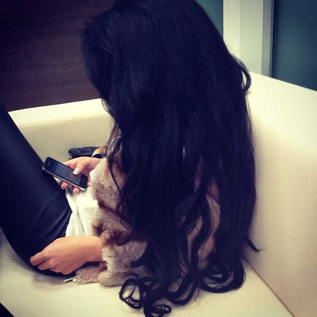 Красивыке картинки на аву девушек с черными волосами без лица (2)