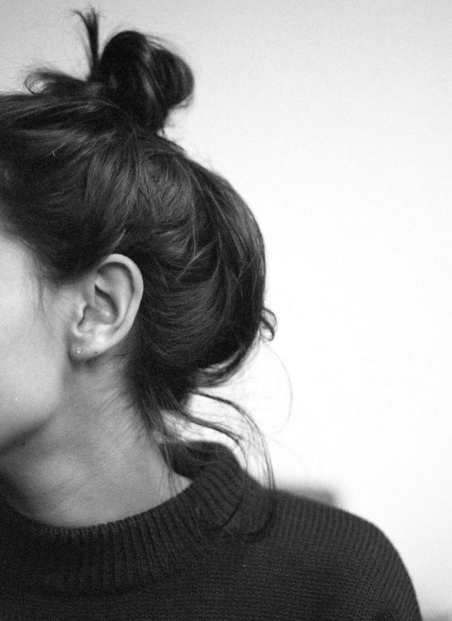 Картинки девушка с короткими волосами без лица на аву