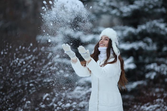 Лучшие позы для фотосессии зимой на улице - 35 фото (14)