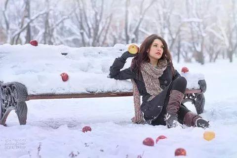 Лучшие позы для фотосессии зимой на улице - 35 фото (21)