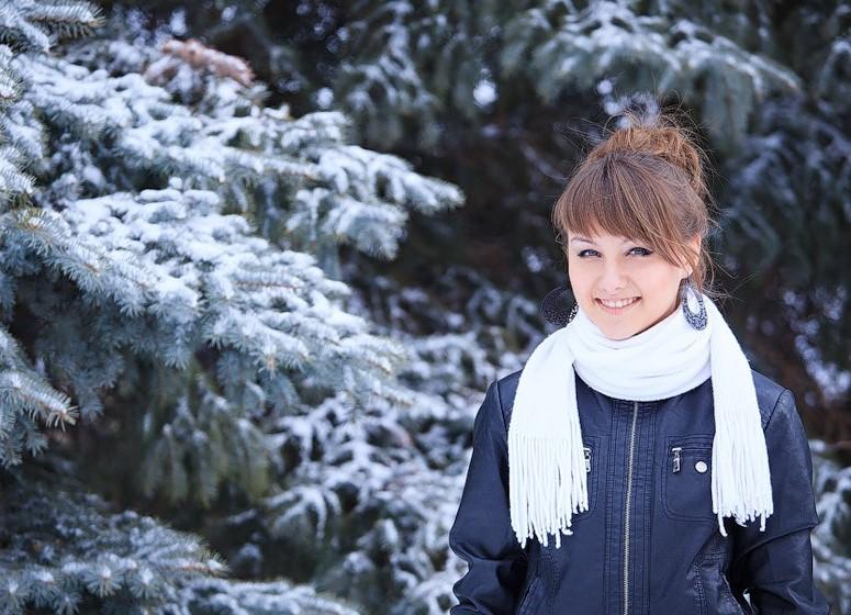 Лучшие позы для фотосессии зимой на улице - 35 фото (32)