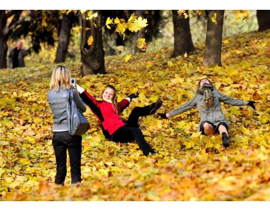 Лучшие фото на аву девушек со спины осень на аву (15)