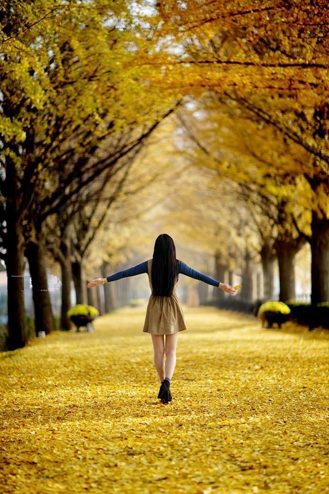 Лучшие фото на аву девушек со спины осень на аву (16)