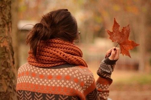 Лучшие фото на аву девушек со спины осень на аву (22)