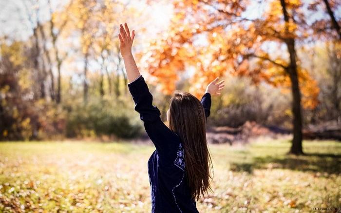 Лучшие фото на аву девушек со спины осень на аву (24)