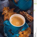 Осенние листья и кофе картинки красивые и милые